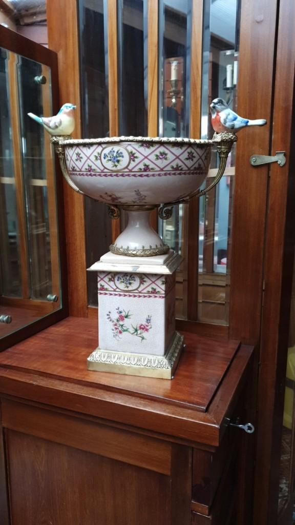 Porcelán madaras kínáló